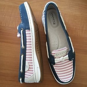 7.5 Sperry boat shoes